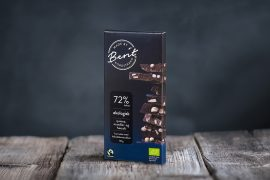 Melkefri vegansk sjokolade fra Made By Berit Nordstrand med mandler. quinoacrisp og havsalt.
